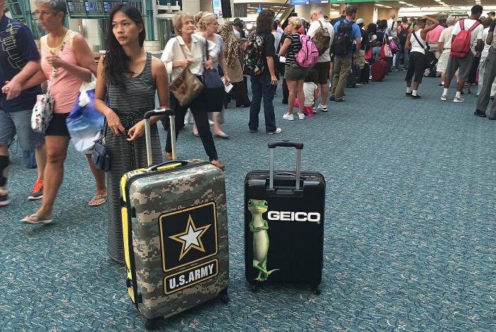 Брендирование чемоданов для путешествий.