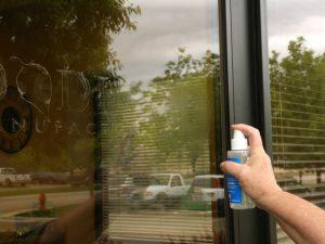очистка окна от пленки