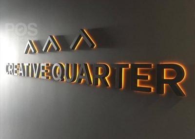 Черные объемные буквы Creative Curter с оранжевой задней подсветкой