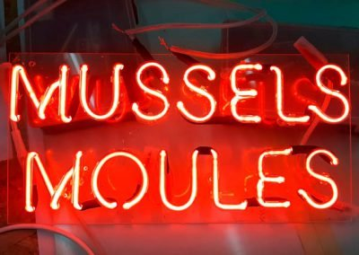 Mussels moules neon